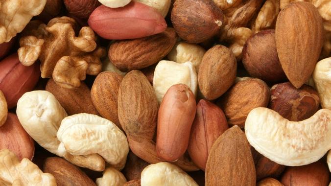 Что полезнее жареный или сырой арахис